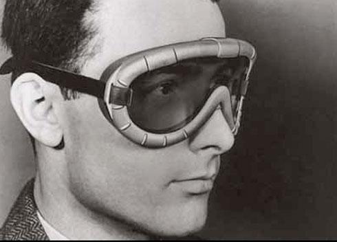 1fd22ebcf74df Contudo, o grande produto inovador, que acabou por projectar o nome Polaroid  para o conhecimento planetário, atraindo lucros colossais, foi em 1943 com  o ...